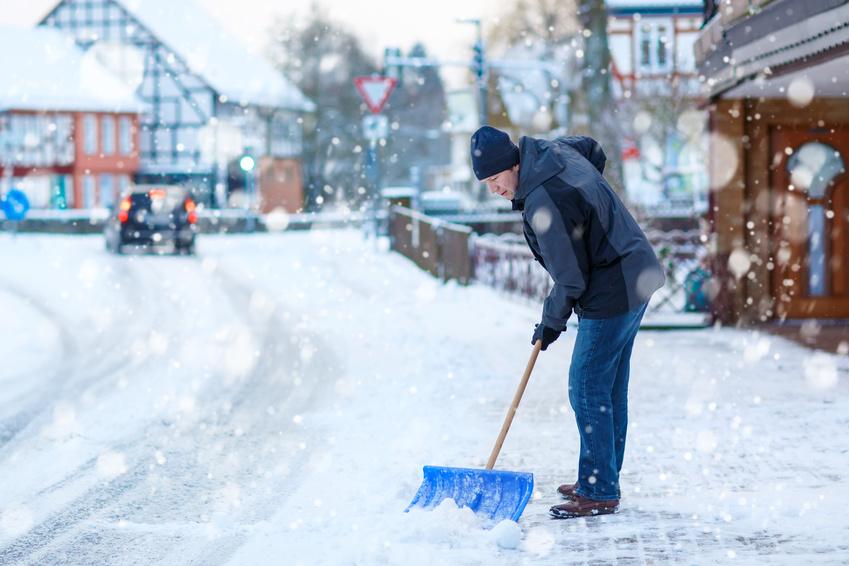 Winterdienst- Räumung von Schnee und Eis bei Tag und Nacht